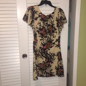 vfish Dresses - Vfish cream and black floral shift dress sz small